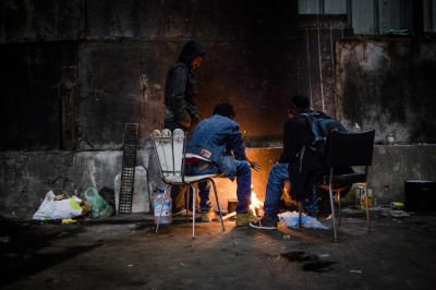 Calais-Migrants-take-over-building