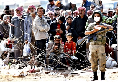 Syrian refugees flee conflict to Turkey...epa04427729 A Turkish