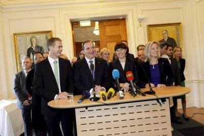Swedish Prime Minister Stefan Lofven (front 2nd L) smiles as he stands with his new government during a news conference in Stockholm October 3, 2014. Credit: Reuters/Jonas Ekstromer/TT News Agency