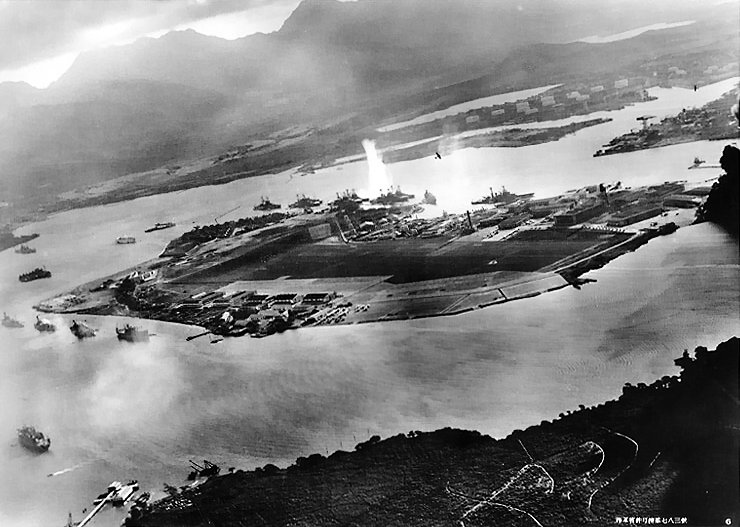 Attack_on_Pearl_Harbor_Japanese_planes_view[1]