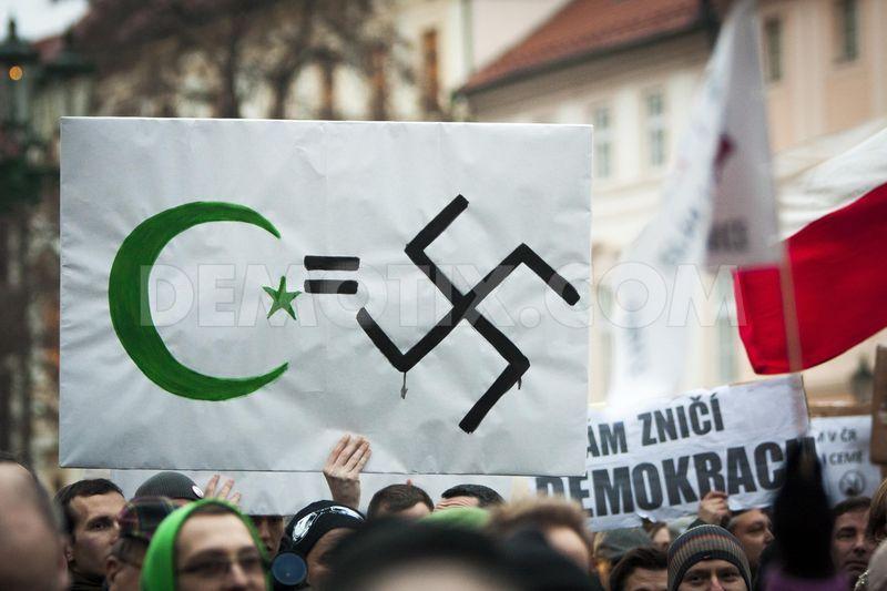 1421442375-people-demonstrate-against-islam-outside-prague-castle_6671378