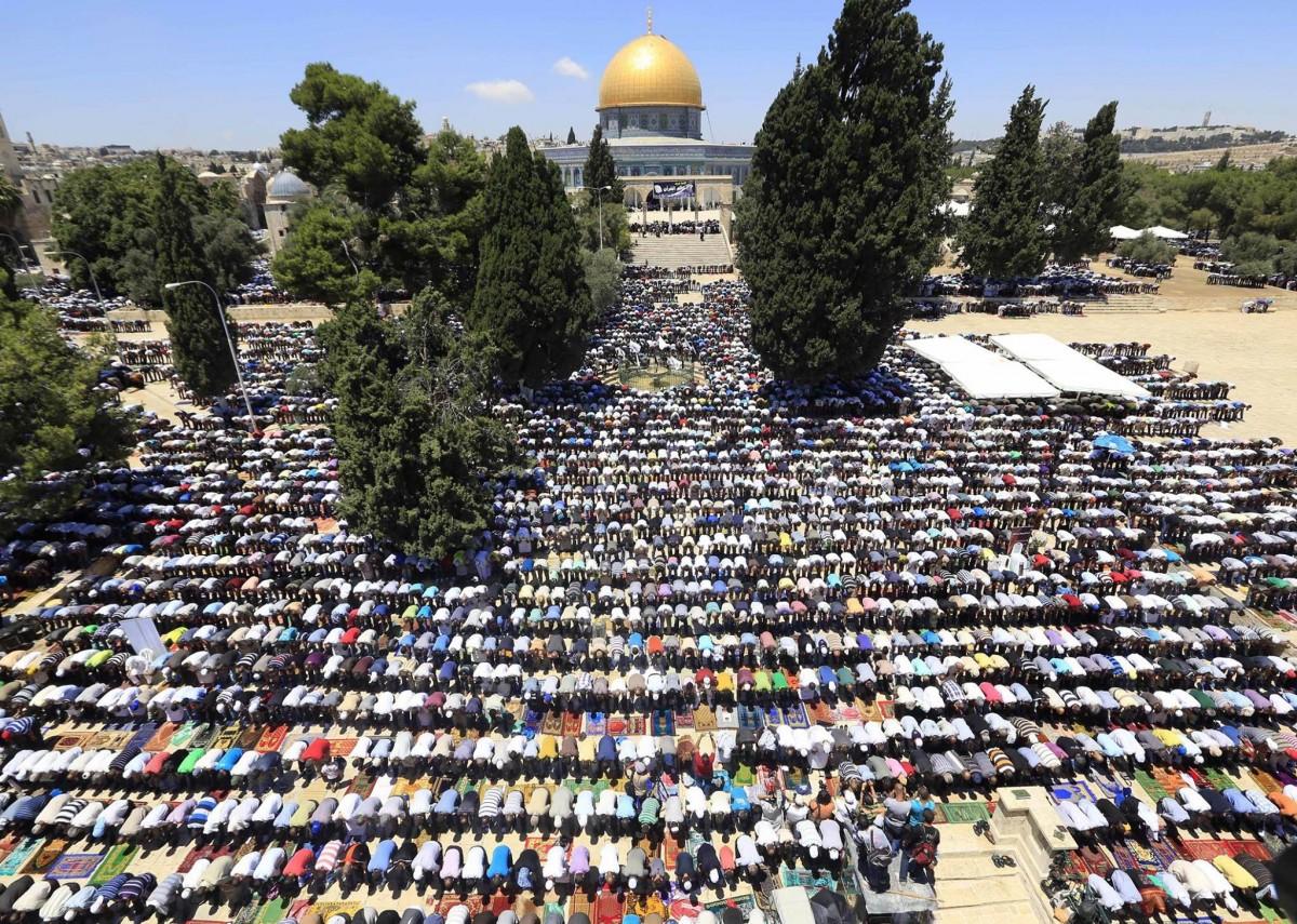 Al-Aqsa-Temple-Mount-huge-crowd