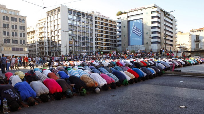 Muslims-protest-video-athens-2012-street-prayer