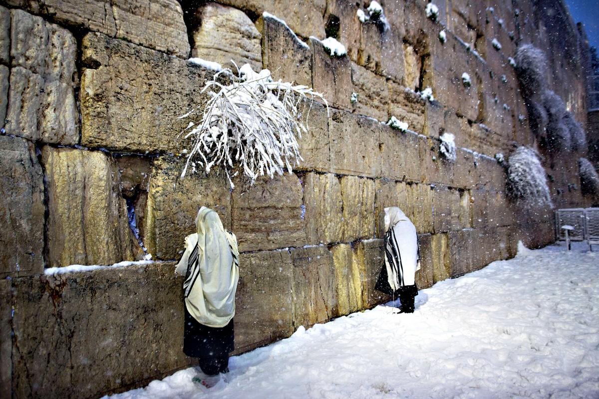 Jewish men pray at the Western Wall as s...Jewish men pray at th