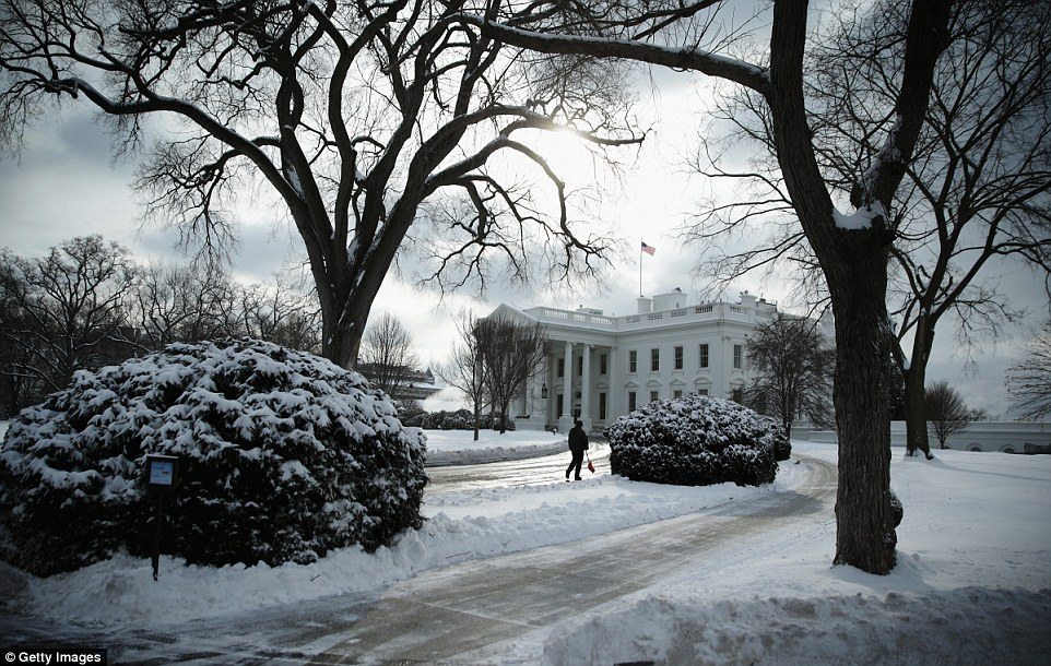 White-House-shovelling-snow
