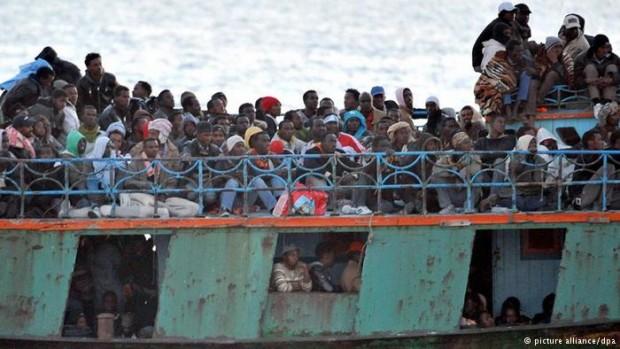 Migrants-rusty-boat