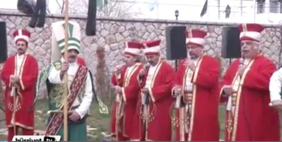 Ottoman-costumes-singing-anthem-Erdogan