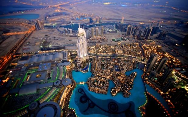 evening_dubai_skyscrapers-wide