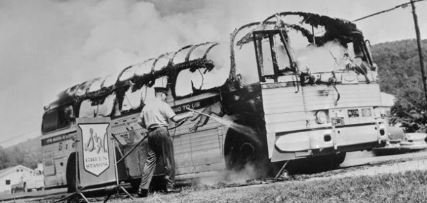 mob-attacks-bus-Alabama-631.jpg__800x600_q85_crop