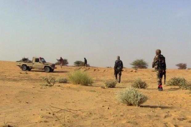 Fighters from the Tuareg separatist rebel group MNLA walk in the desert near Tabankort, February 15, 2015. REUTERS/Souleymane Ag Anara