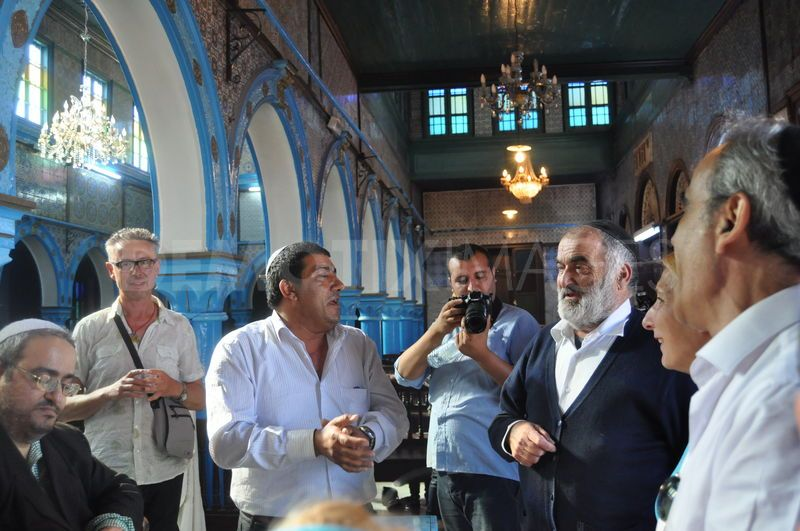 1336685800-second-day-of-jewish-pilgrimage-to-el-ghriba-synagogue--djerba_1206432