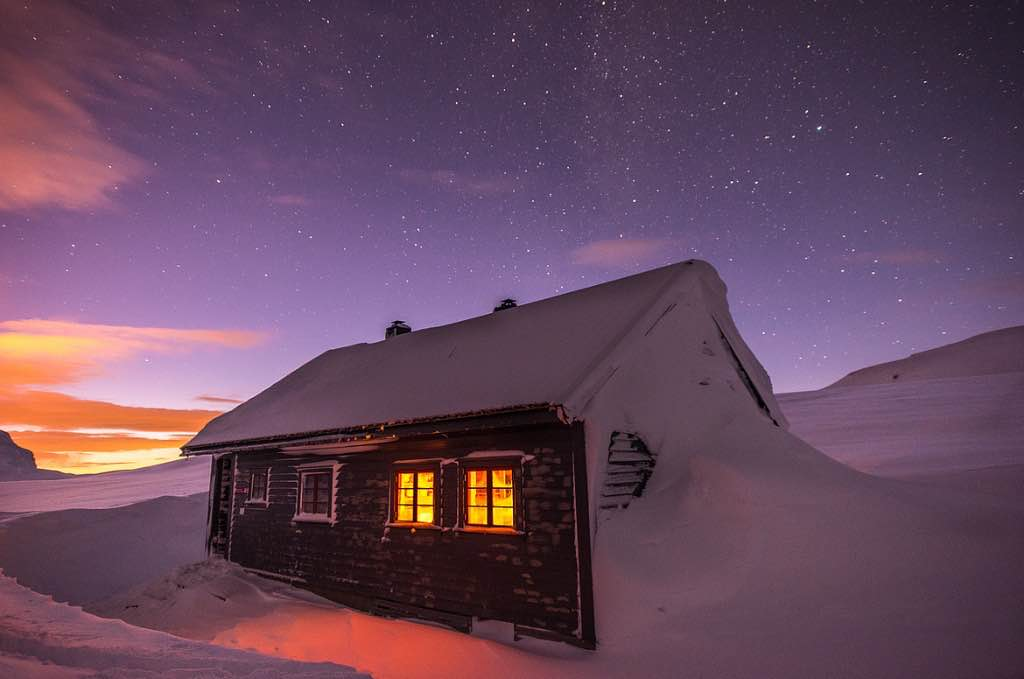 Cabin-stars-sunset-snow