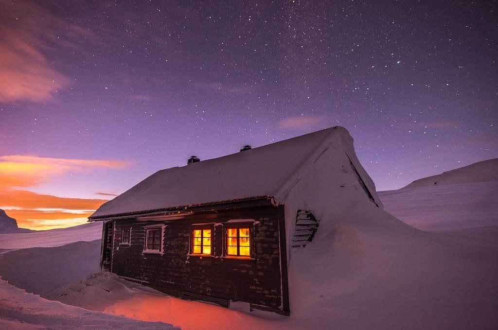 Cabin-stars-sunset-snow