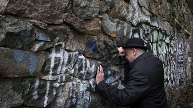 Lithuania-Jewish-Tomb_Horo-e1432032357910